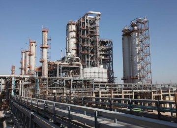 Abadan refinery's processing capacity is around 400,000 bpd.