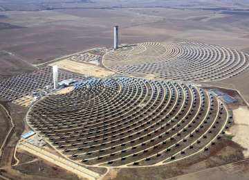 UAE Closes $872m Solar Plant Financing Deal