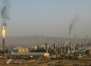 The government has discussed the construction of oil refineries of larger scope in other countries.