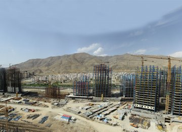 [nodIn the summer of the current fiscal year, a total of 82,520 building permits were  issued by municipalities across the country.