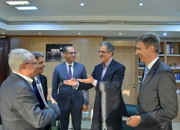 Markus Leitner (1st R) and Masoud Khansari ( 2nd R) met at TCCIM headquarters on Sept. 26 ahead of an Iranian trade mission visit to Vienna and Zurich.