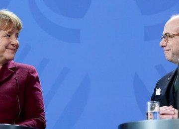 Cazeneuve, Merkel Reaffirm Paris-Berlin Partnership