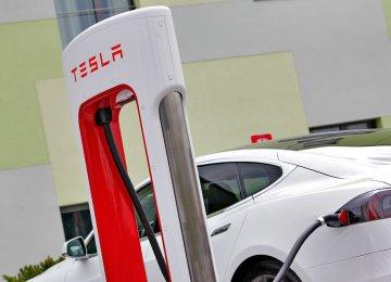 European Carmakers Look to Catch Tesla