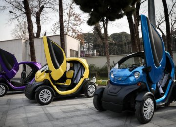 The development of electric cars got a boost after the Presidential Office for Science and Technology announced backing for the production of environmentally-friendly vehicles.  (Photo: Mohammadreza Abbasi)