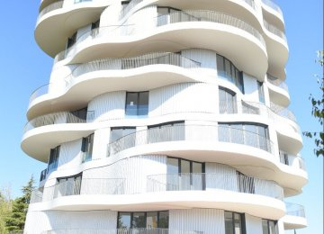 Concave and convex shape of the exterior wall of 'La Folie Divine'  provides a variety of experiences throughout each unit.