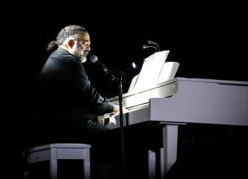 Pop Singer to Perform Live