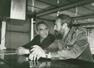 Gabriel Garcia Marquez (L) and Fidel Castro