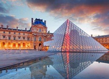 More Visitors Flock to Paris