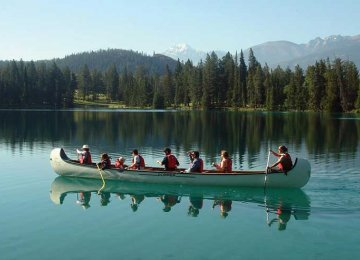 Canada Targets 30% Rise in International Tourists