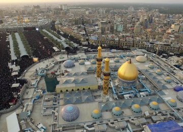 An aerial view shows Shia pilgrims gathering at the shrines of Hazrat Abbas ibn Ali (PBUH) in the foreground and Imam Hussain (PBUH) in the background. (Photo: AFP)