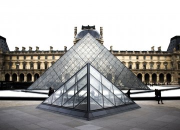 Tourists were not hurt in the attack at Louvre Museum on Friday.