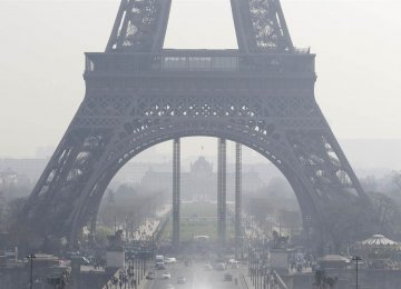The plaintiff's lawyer says 48,000 people die in France due to air pollution.