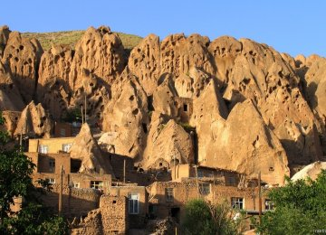 Naqsh-e Rostam Relics Secured Against Defects, Erosion
