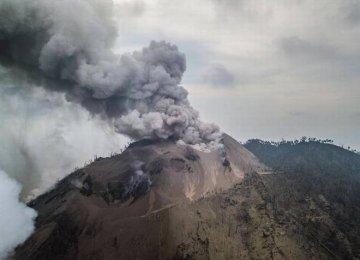 PNG Villagers Flee Volcano Eruption