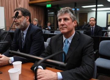 Amado Boudou (R) attends his trial on corruption charges  in Buenos Aires on August 7.