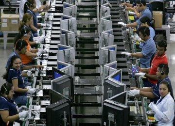 Brazil Raises Taxes, Freezes Spending to Meet Target