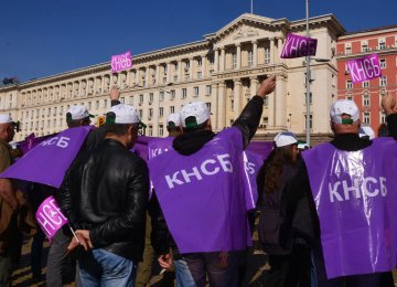 Bulgarians Rally for Higher Wages