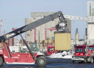 Canada Posts $972m Trade Deficit
