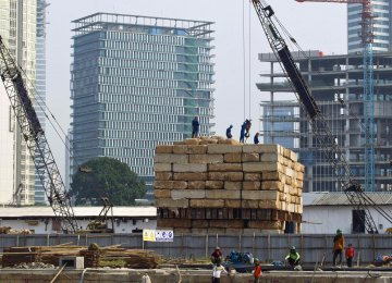 The central bank maintained its forecast for growth of 5.1-5.5%.