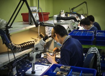 Singapore Manufacturing Sector Expectations Decline