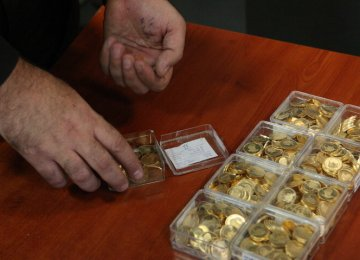 Gold Gains, Currency Stable