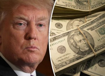 Dollar Dragged Down by White House Chaos