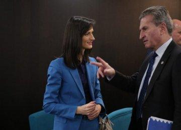 Mariya Gabriel (L) with Gunther Oettinger