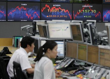 Europe, Asia Stocks Trade Lower