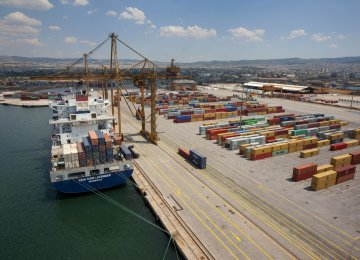 Greece GDP Slows in Q3