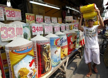 Philippines Raises Prospect of Policy Tightening