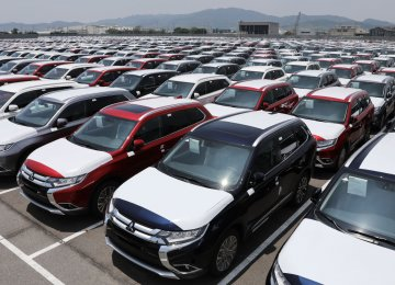 The EU has warned the US that imposing import tariffs on cars and car parts would harm its own automotive industry.
