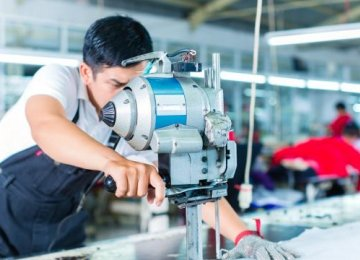 Manufacturing and services industries grew at a seasonally adjusted annual rate of 14.6% and 9.4% respectively.