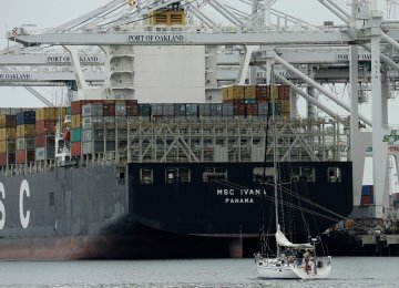 Globally, the US deficit in trade of goods and services narrowed 0.1% in March from the previous month to $43.71 billion for the second straight month of contraction.