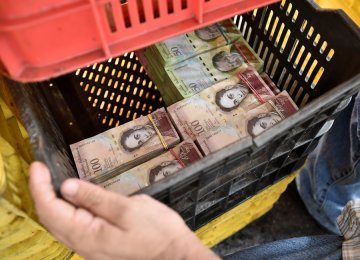 Venezuela Warns Businesses Not to Halt Payments