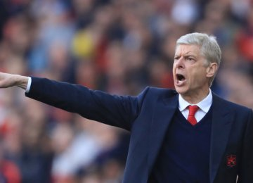 Arsene Wenger Lashes Out at Refereeing Standards