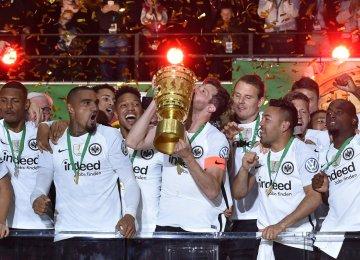 Eintracht Frankfurt Shocks Bayern in DFB Pokal Final