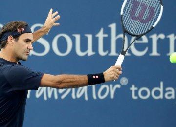 Federer Cruises, Tsitsipas Falls in Cincinnati Masters