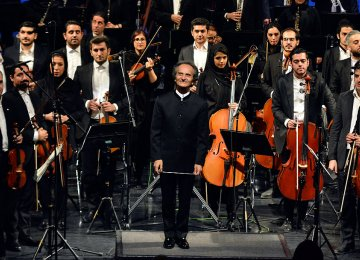 Shahrdad Rohani (c) at an earlier performance of Tehran Symphony Orchestra