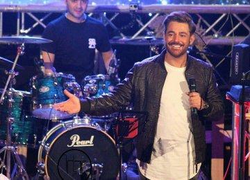 Mohammadreza Golzar at his Bandar-Abbas concert in January
