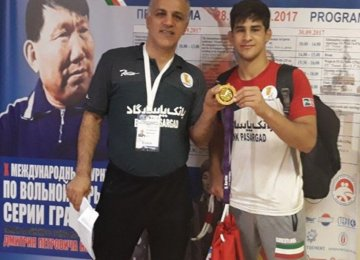 2 Wrestlers Win in Russia