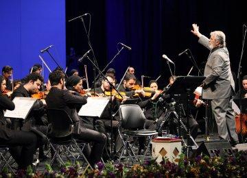 Fereydoun Shahbazian conducting Iran's National Orchestra