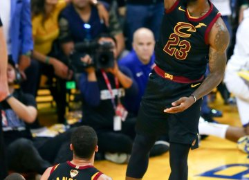 Warriors Win NBA Finals Game 1 Against Cavaliers