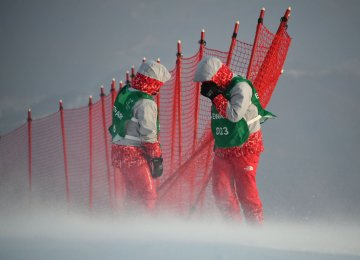 Strong winds buffeted the Rainbow course in Yongpyong, forcing organizers to delay the start of the Alpine Skiing Women's Slalom then call it off altogether.