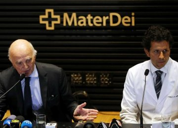 Doctors Gerard Saillant of PSG (L) and Rodrigo Lasmar of Brazilian Soccer Confederation attend a news conference in Belo Horizonte, Brazil, on March 3.