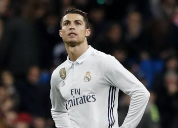 Ronaldo Should Pay Fat Fee to Leave Real