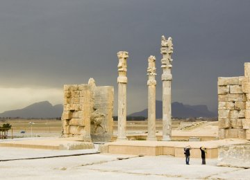 According to historian Shahrokh Razmjou, Persepolis used to be the royal court for huge receptions.