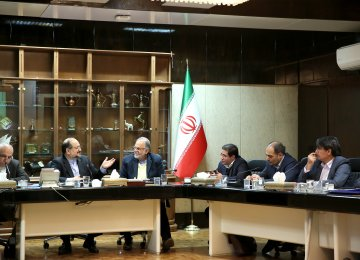 Industries Minister Mohammad Shariatmadari (2nd L) highlights  ISMC's potential for attracting foreign investments to Iran's steel sector.