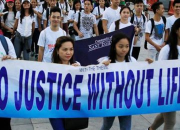 Filipino Catholics Protest Duterte's War on Drugs