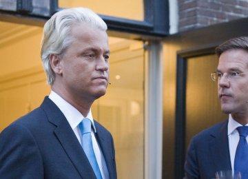 Mark Rutte (R) and Geert Wilders