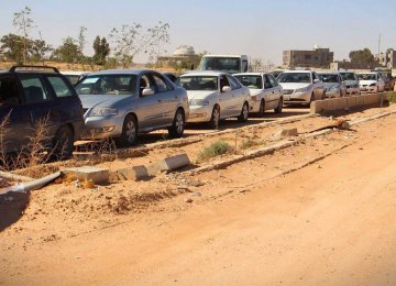 Queues of cars returning to Sirte